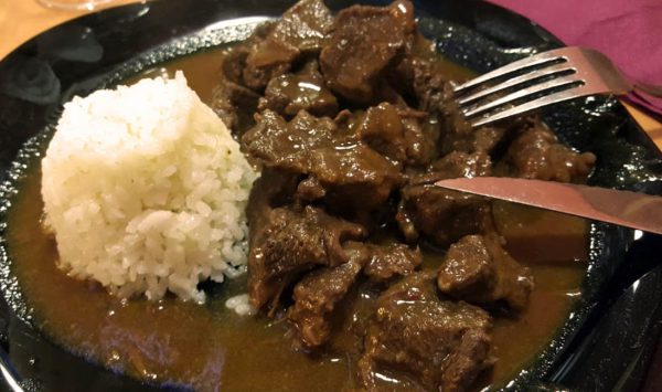 Carne en salsa con arroz en Malasaña