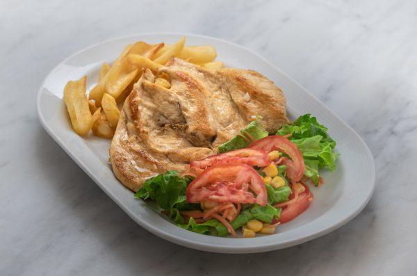 COMBINADO Filete de pollo a la plancha, patatas fritas y ensalada