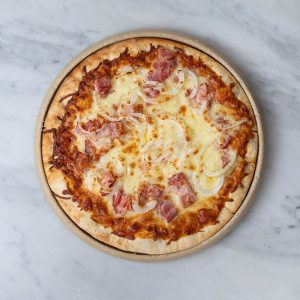 Pizza de cebolla y bacon