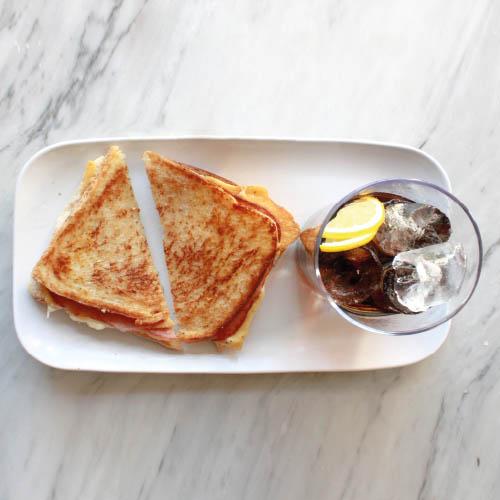 Desayuno numero 4: sandwich mas refresco
